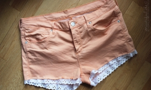 {DIY} Put lace on your shorts