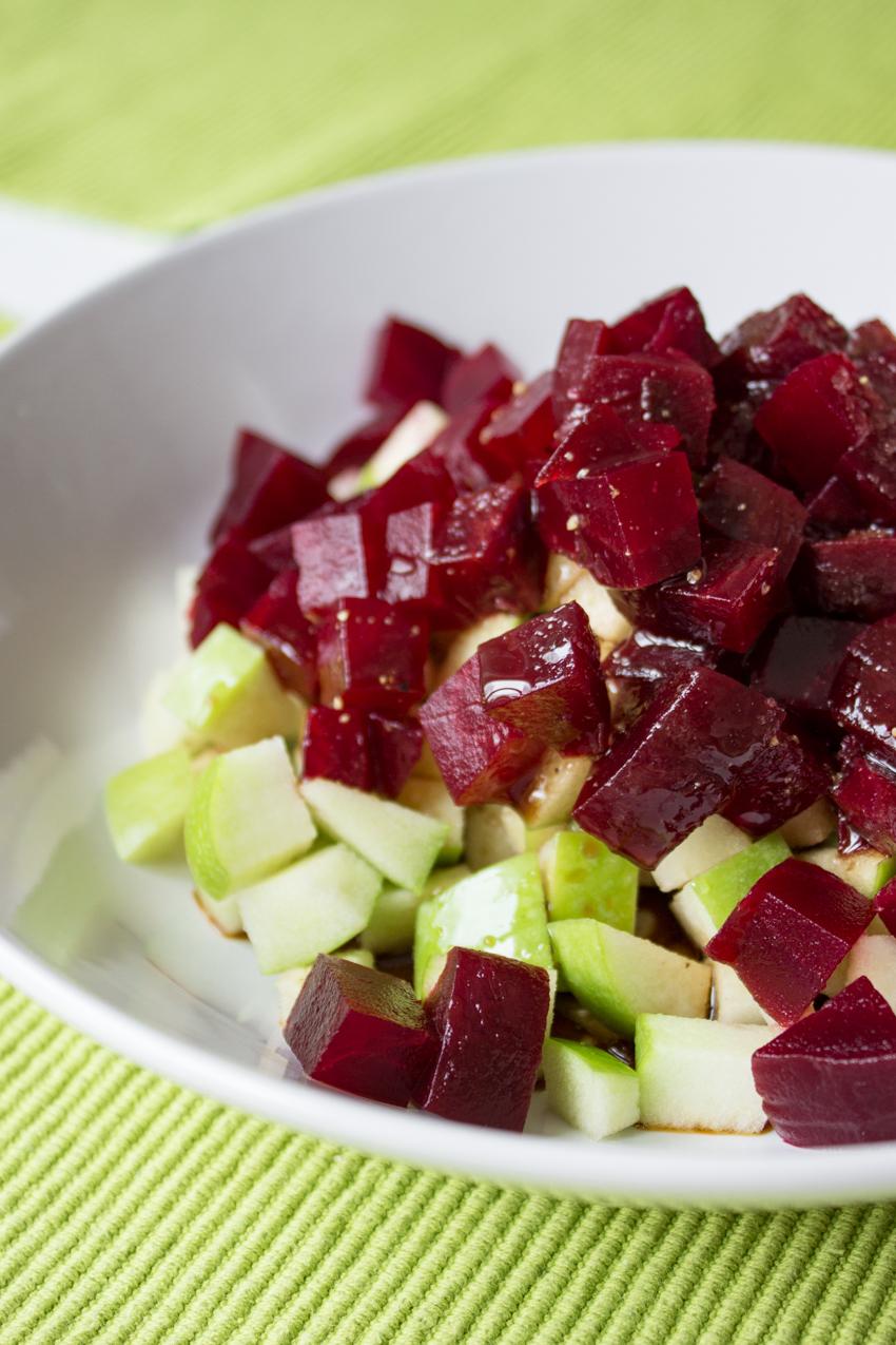 Rote Bete fertig gegart und vakuumiert im Salat